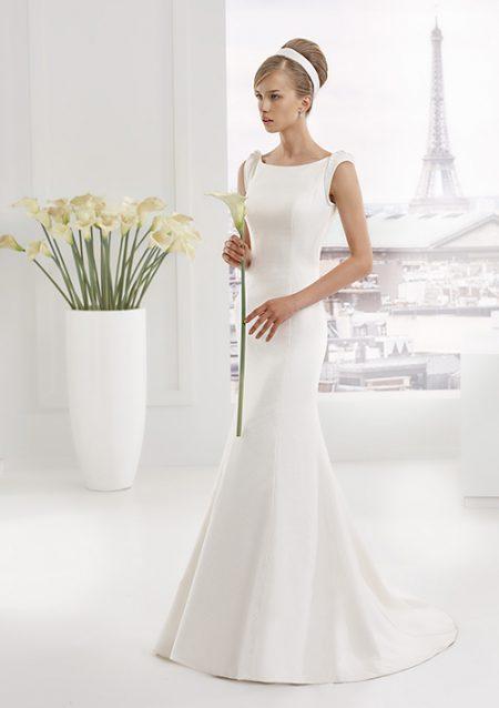 vestido de novia blanco sencillo elegante, sin mangas, Elegancia y exclusividad en novia siempre, en verano, otoño e invierno.