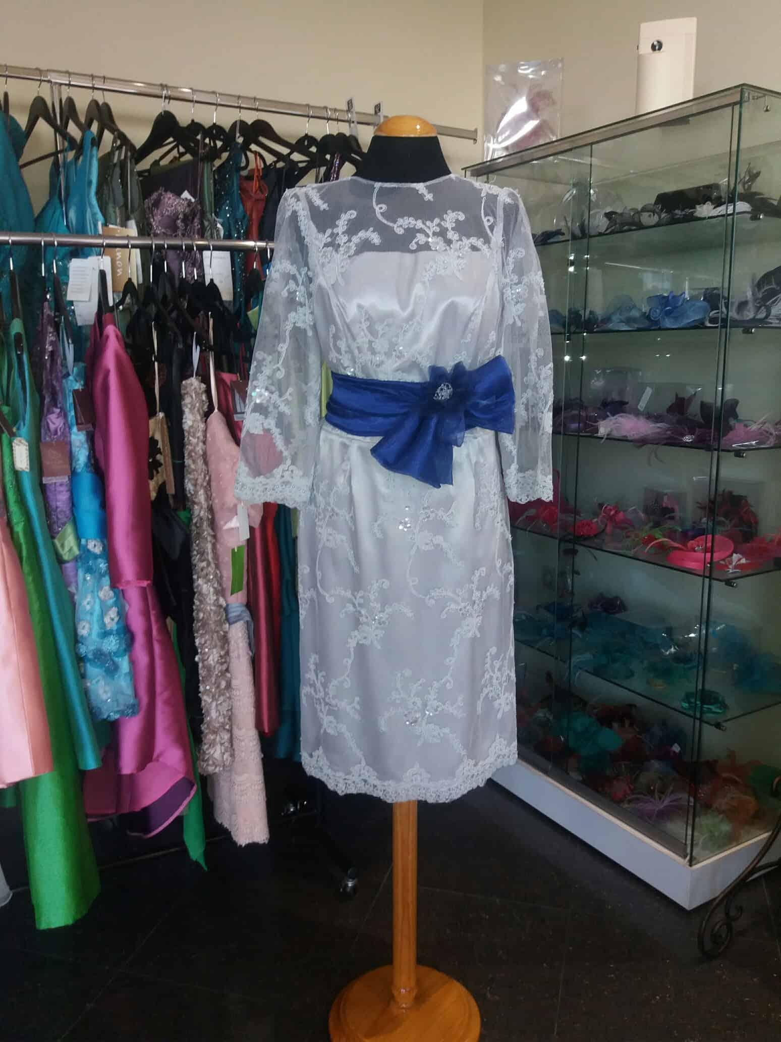 Marián Novias Narón: vestidos madrina, diseños exclusivos y a medida de tu economía. Elegancia y exclusividad.