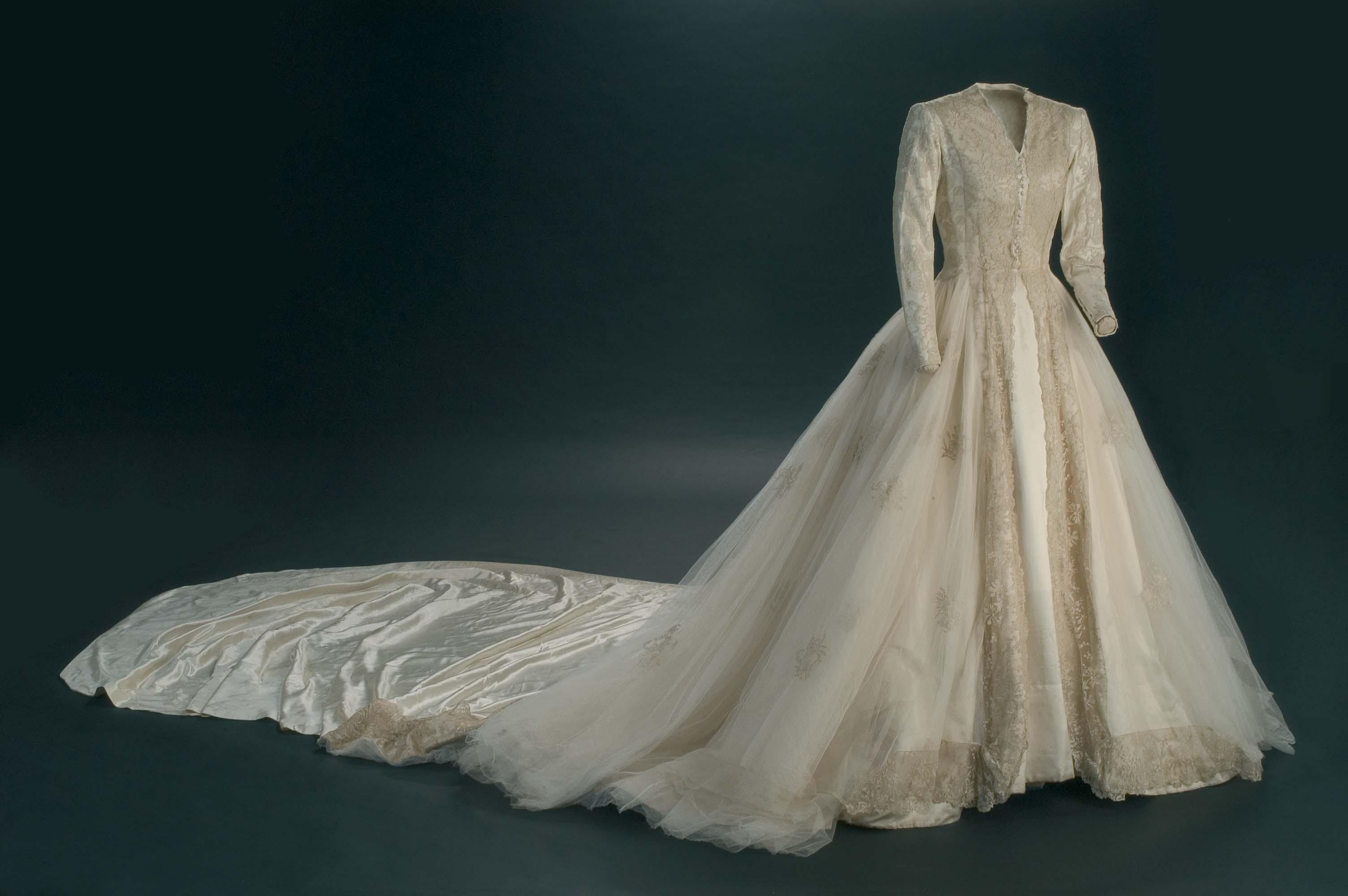 Cásate con el vestido de mamá, taller de costura